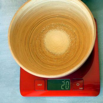 Cake vaisselle, cristaux de soude, pesée